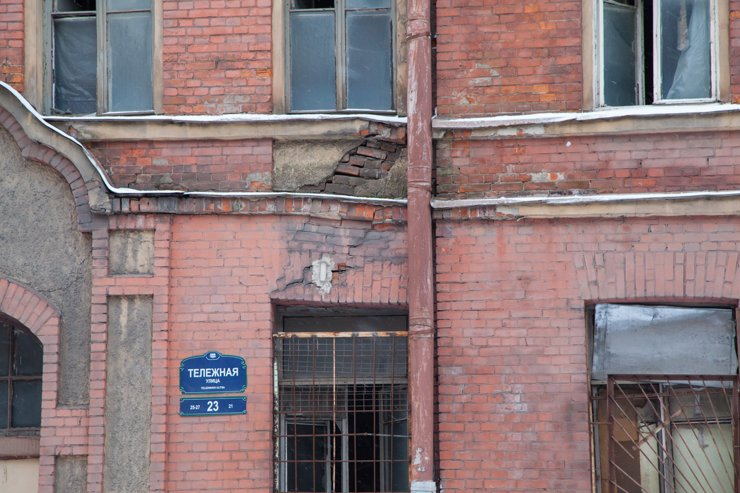 Аварийное жилье Петербурга: о ремонте, расселении, инвесторах
