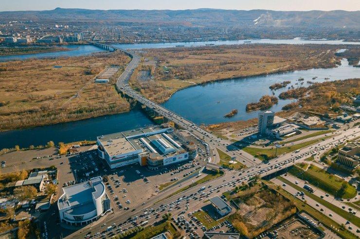 До «спортивной зеленой зоны»— острова Татышев,— можно дойти даже пешком.