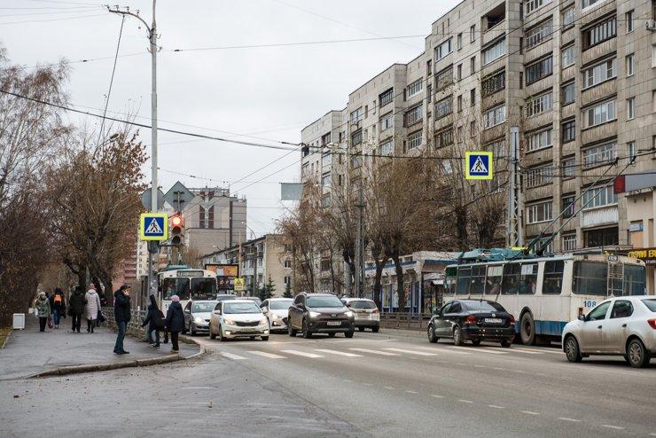 Движение плотное, но общественный транспорт движется по выделеной полосе