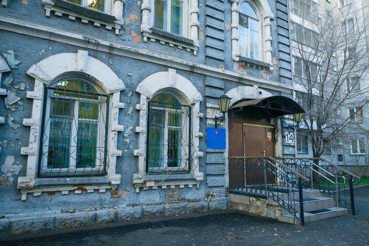 За неопрятным фасадом прячется школа единоборств