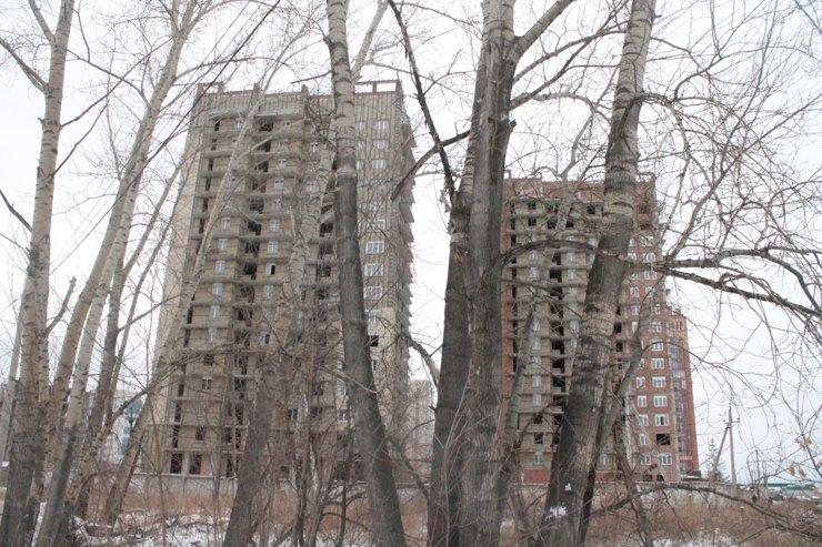Вокруг ЖК вовсю кипит строительство— компании осваивают этот окраинный район города