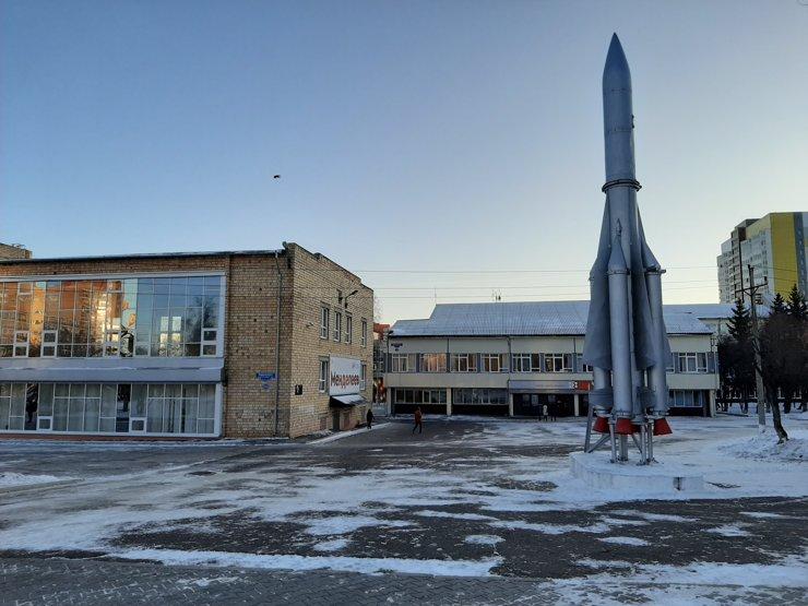 Кстати, самый короткий путь от Киренского в «Орбиту» лежит через кампус местного университета
