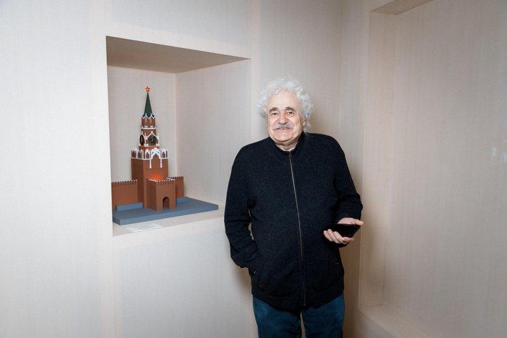 Франциско Инфанте-Арана на выставке «Настоящее время, несовершенный вид» в 2021 году